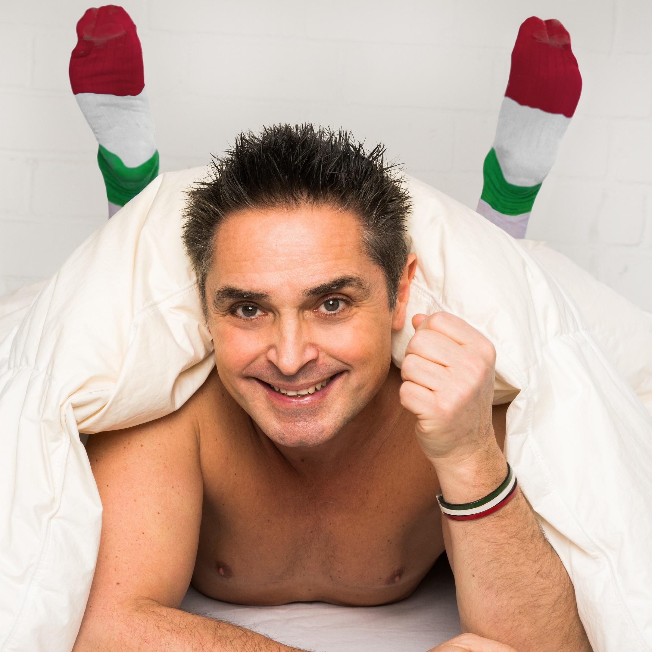 Italiener Schlafen Nackt Manchmal Auch In Socken Neu Theater